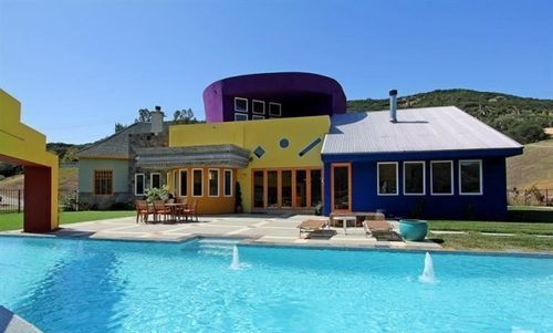 Wacky Postmodern Tries to Attract Eccentrics to SoCal Hills