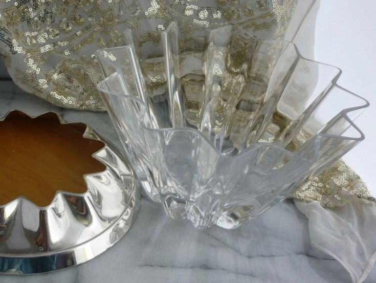 Modern silver fruit bowl or comport with star shaped crystal bowl on a modern sterling silver base by Carrs