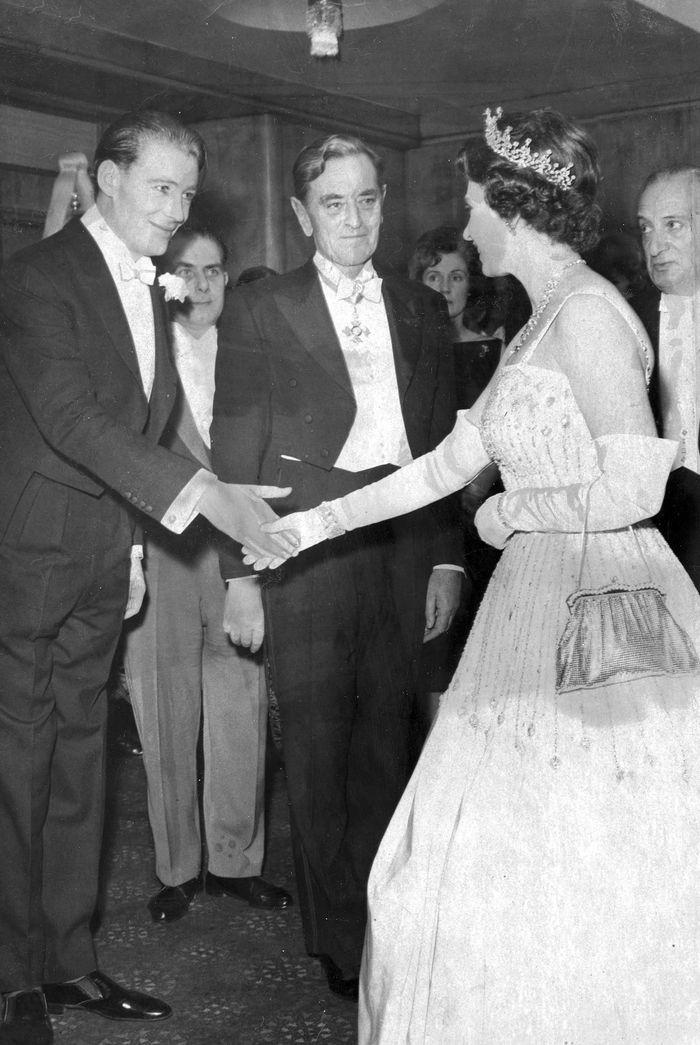 princess beatrice wedding dress worn by queen