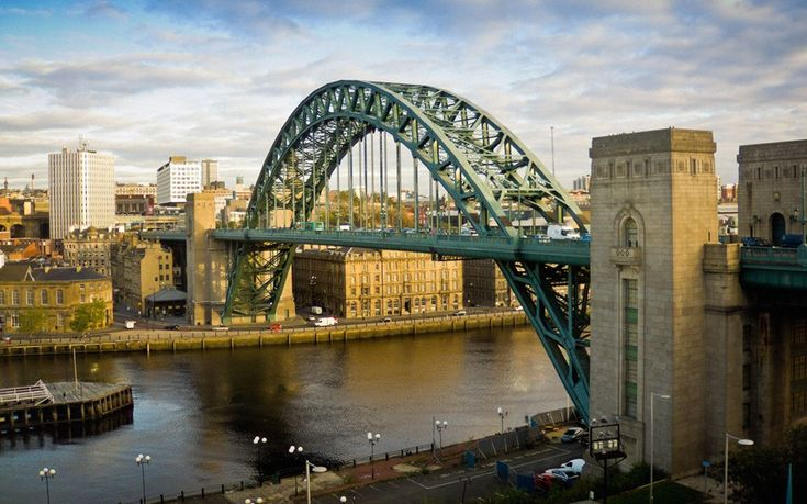 At the time of its opening in 1928 the world's longest single span bridge, the iconic Tyne bridge links Newcastle upon Tyne and Gateshead. Picture: Bailey-Cooper Photography / Alamy