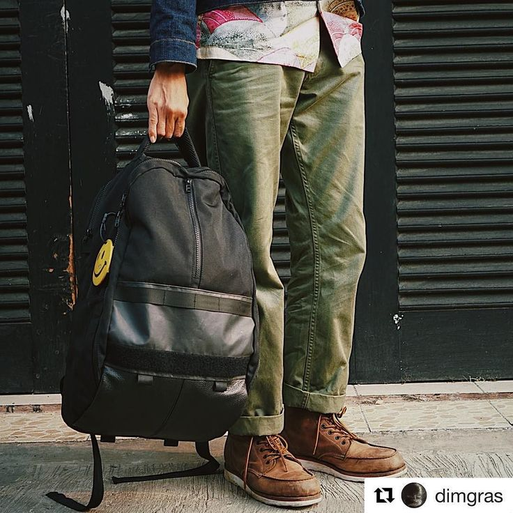 #menswear with #modern twist. How the R102 Clamshell blended well with Mr. @dimgras  #classic outfit.  #bag #backpack #carryology #carrygoods #orbitgear #modular #techwear