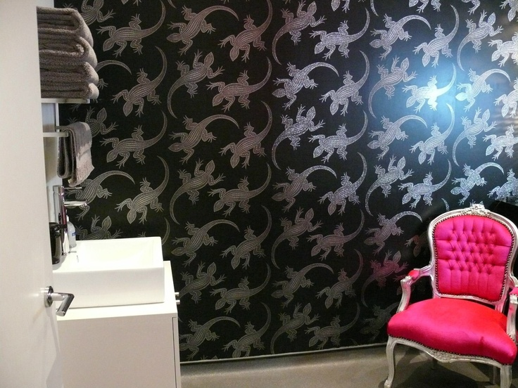 Komodo Holographic wallpaper- IEOL-W6300/02 used in the skinlounge-Richmond.