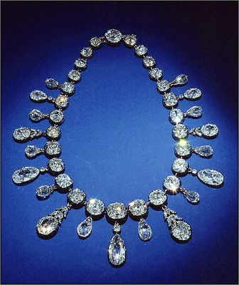 Napoleon necklace presented to his Empress for the birth of their son. total carat weight set. at 263 carats. Smithsonian?