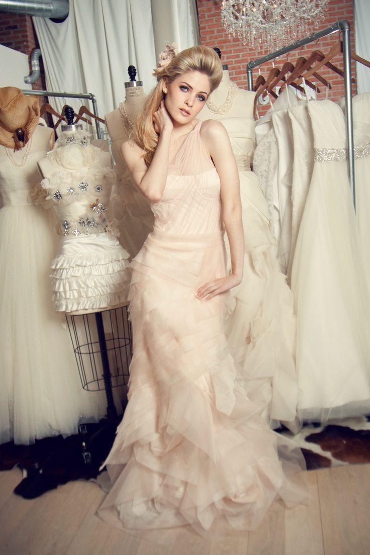 31 best Vera Wang images on Pinterest | Wedding frocks, Homecoming ...