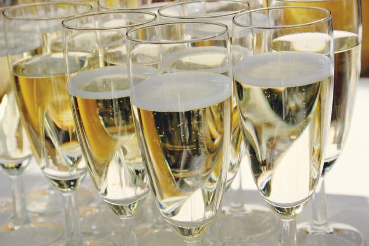 Heerlijke bubbels voor na de ceremonie! www.lafrance.nl #huwelijksvoltrekking #ceremonie #trouwen #bruiloft #receptie #borrel #verjaardag #feest #jubileum #bedrijfsfeest #feestlocatie #trouwlocatie