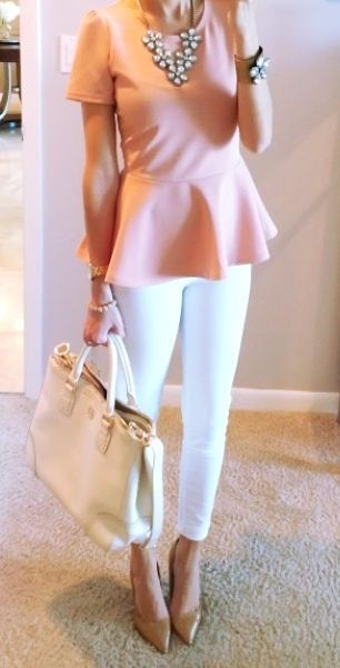 White skinny pants, pink top and brown pumps with statement necklace. Lear how to look skinny in white pants >>> http://justbestylish.com/7-tips-how-to-look-skinny-in-white-pants/