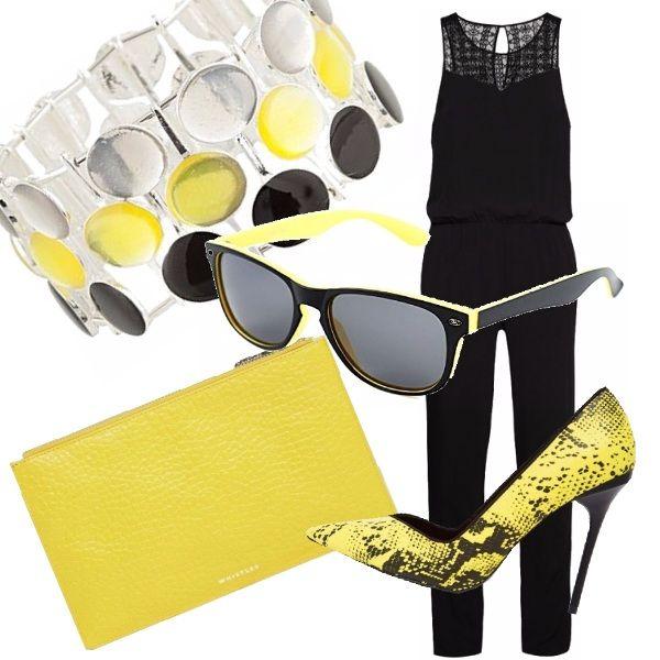 Un look basato sui colori nero e giallo. Tuta jumpsuit lunga, smanicata. Alla…