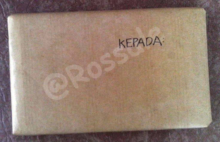 Paket siap dikirim, tinggal menuliskan nama penerimanya