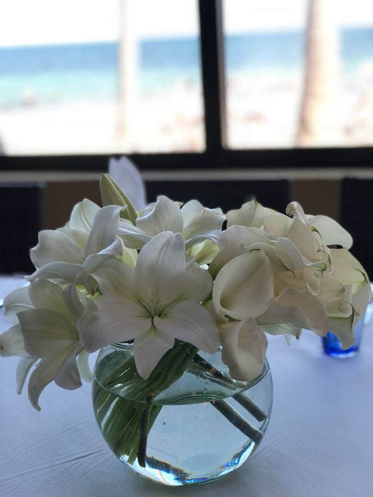 CBC446 wedding Riviera Maya white centerpieces of callas and lilies