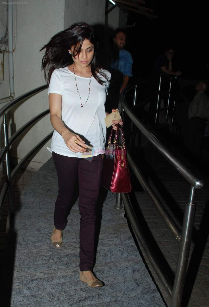 Shamita Shetty snapped at PVR Juhu on 9th May 2015 / Shamita Shetty - Bollywood Photos