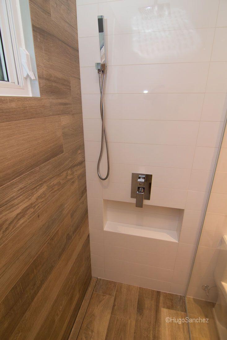 Niche de douche centrée sur le mur