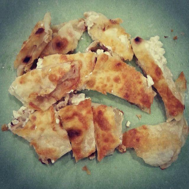 Έμνοστον - Εργαστήριο Ζυμαρικών - Πρατήριο Τροφίμων: Δεν είναι μια κοινή μπουγάτσα με τυρί. Είναι τυρόπ...