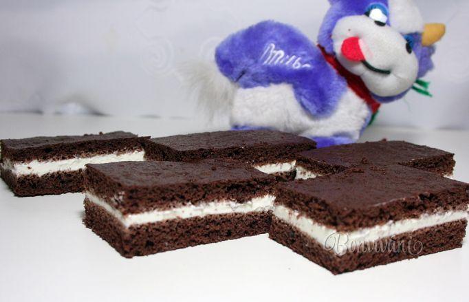 Doma máme menšiu detskú oslavu a ja som premýšľala, čo pripraviť, aby si tie naše deťúrence zamaškrtili. Krémové koláče im nechcem dávať, ani čokoládu by príliš nemali. Aspoň podľa ich rodičov. No ale čo oči nevidia, srdce nebolí. A keď ma nikto nevidí, vždy ich obdarujem kúskom kinder čokolády.