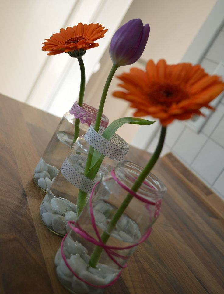 Ihr braucht eine einfache, aber elegante Deko für die Geburtstagstafel, ein Kaffeetrinken oder eine Taufe? Ganz schnell geht es mit alten Schraubgläsern (meine waren mal 250g-Babygläschen), kleinen...