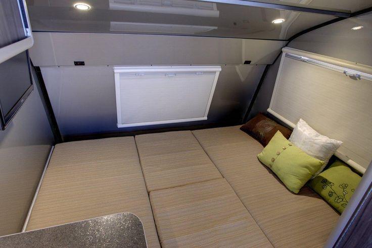 60'' X 81'' Queen size bed. / Grand lit de 60'' X 81''
