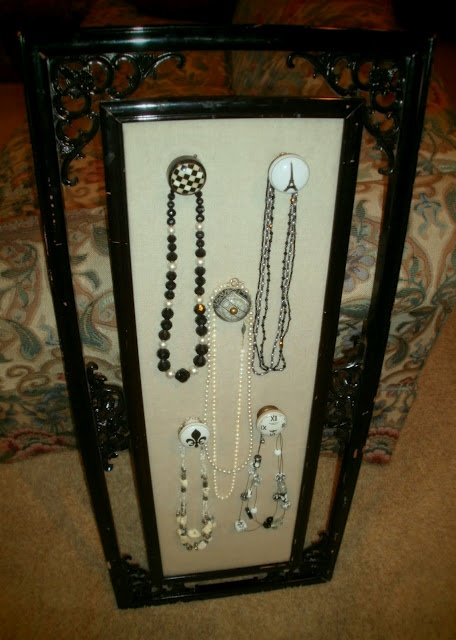 I love the knobs on this necklace holder.  AND I love Google!  Bummer that the nearest Hobby Lobby is 62 miles away!