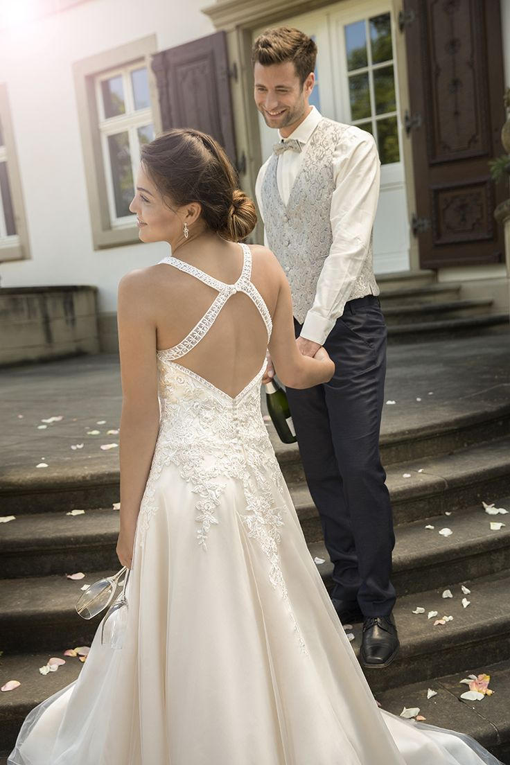 502 best Wedding dresses images on Pinterest | Short wedding gowns ...