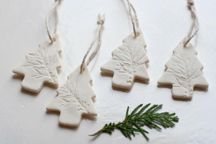 Décoration de Noël en pâte à sel : sapins blancs