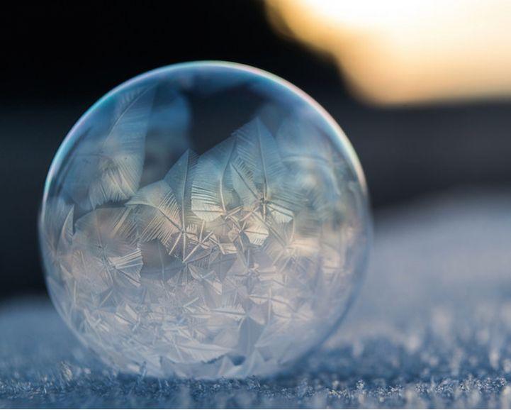 リアルスノードーム?シャボン玉が凍る瞬間が美しすぎると話題に MERY [メリー]