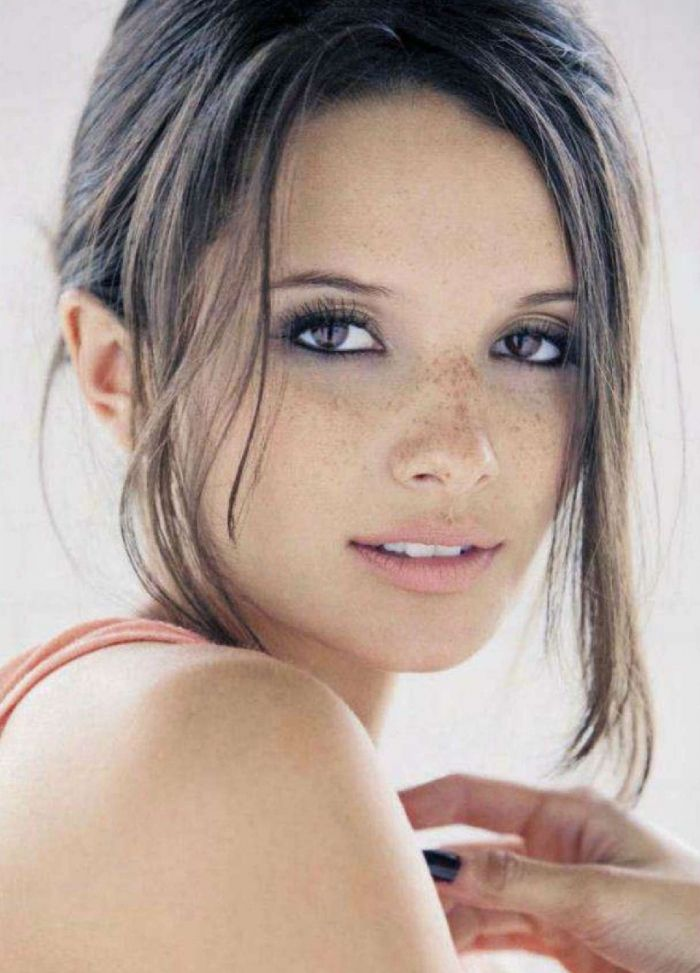 cute freckled face - Alice Greczyn (as Madeline Rybak) from ABC's 2011 The Lying Game? • http://www.imdb.com/title/tt1798274/?ref_=sr_1