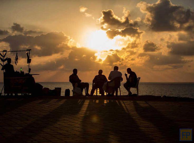 Eid+Mubarak+2016+Palestinian+men+drink+tea+on+Gaza+beach