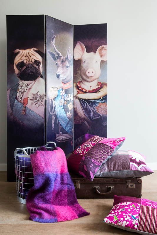 Combinatie met roze en paarse kussens en plaids.
