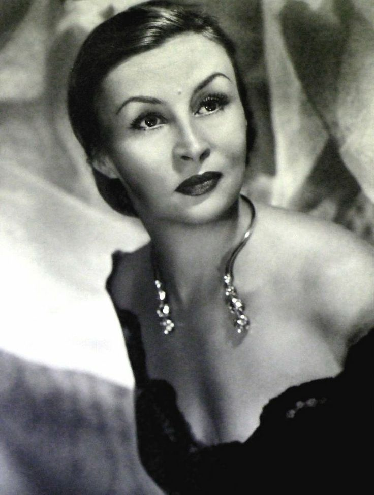Buenos Aires tuvo y tiene muchisimas cantantes de tango. Figura del  tango fue Tita Merello, excelente interprete.  Siempre vivio en Buenos Aires.-