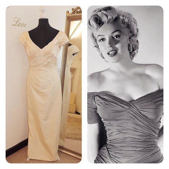 Off the shoulder champagne shot silk vintage wedding dress UK 12 Marylin Monroe