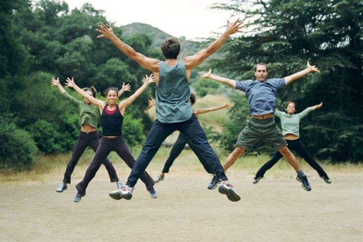 ¿Son los saltos de tijera malos para las piernas?. Los saltos de tijera (jumping jacks) son un ejercicio de alto impacto que ayudan a perder grasa y quemar calorías. Este tipo de ejercicio también puede ayudar a entrenar de manera dirigida al cuerpo inferior al desarrollar aguante muscular y ...