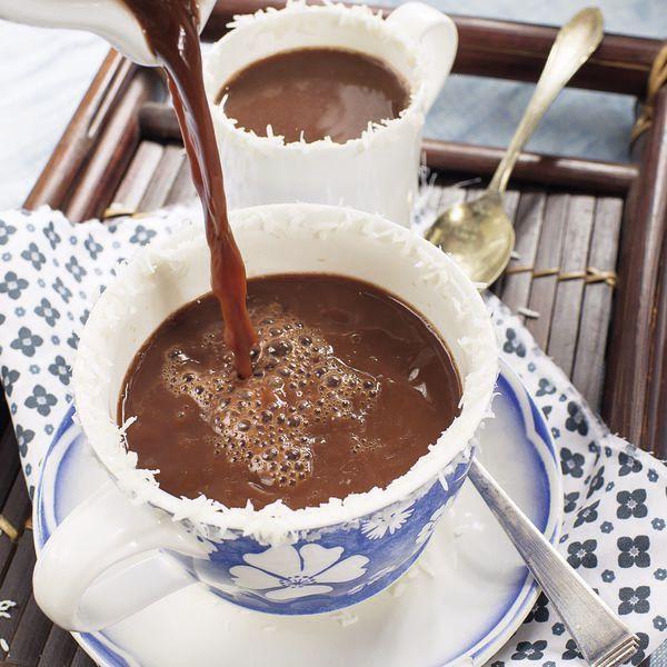 Der würzige Drink mit Reis-Kokos-Milch stillt den ersten Hunger, wenn das Frühstück einmal warten muss und ist zugleich ein köstlicher Seelentröster.