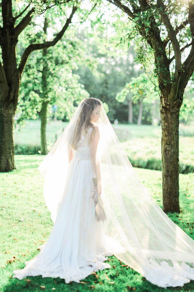 De bruid en haar elegante sluier!