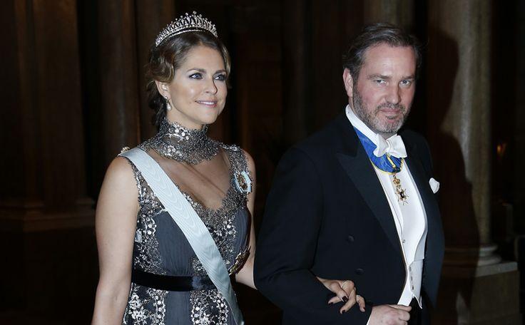 Prinses Madeleine steelt de show in prachtige jurk van Alberta Ferretti >>