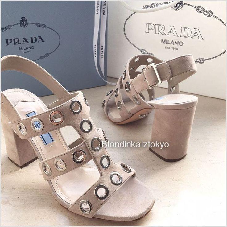 🛍сезонные скидки продолжаются ✨мои покупки : #босоножки #prada #pradashoes 👡👡каблук 8.5 см , замшевая кожа , обещают быть удобными 🤗 как вам?…