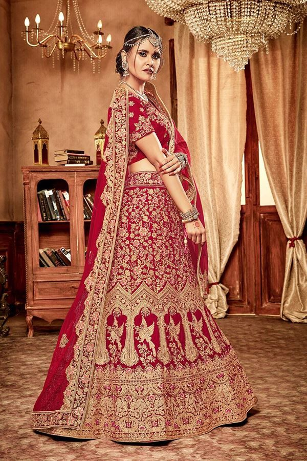 Define Staggering Beauty With This Impeccable Red Designer Bridal Lehenga Choli Set Featuring Delic Bridal Wear Wedding Lehenga Designs Designer Bridal Lehenga