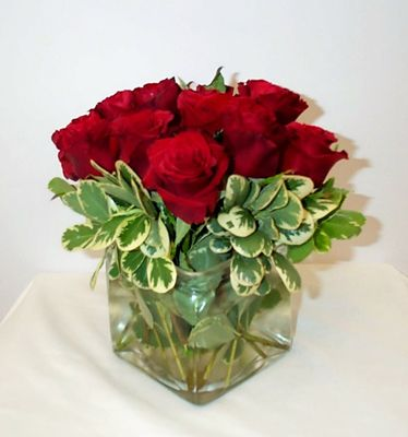1000 images about ruby wedding anniv table decorations on for Small rose flower arrangement