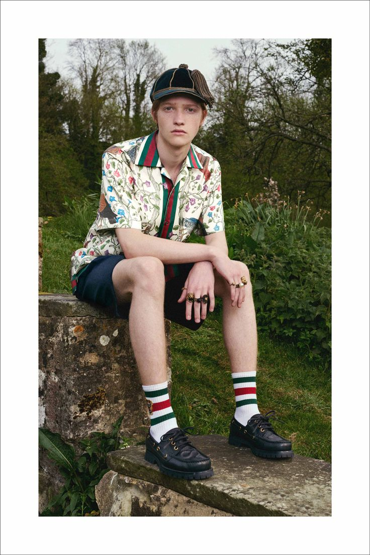 An ivory rapaci printed shirt and a dark green velvet baseball hat from Gucci Cruise 2017 by Alessandro Michele.