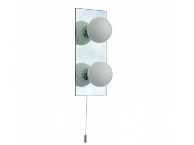 La réglette Idéale pour éclairer d'une lumière naturelle une petite salle de bains. Pour les plus grandes pièces, une version à cinq lumières est également disponible. Réglette 2 lumières salle de bains : 59 € - Keria