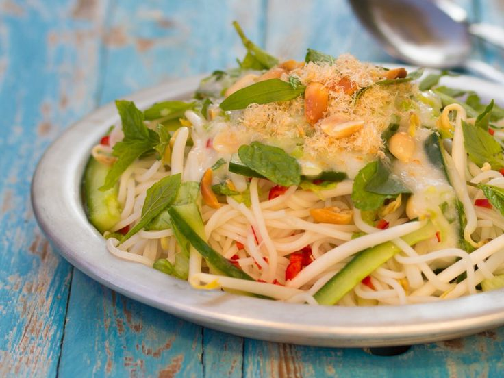 reisnudelsalat mit kokosdressing aus kampot rezept nudel salate salat und nudeln. Black Bedroom Furniture Sets. Home Design Ideas