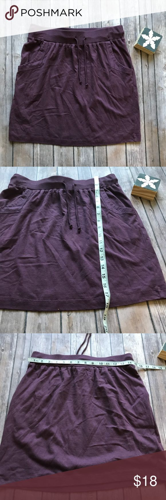 LOFT Cotton Plum Skirt Size XS Like new comfy cotton jogger style skirt from LOFT in a plum color. Perfect for casual wear or can be dressed up! LOFT Skirts