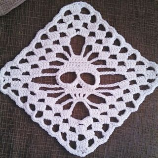 Skull Shawl - Stand Alone Square by Ann Mancini-Williams (ravelry.com) Clever....I love this!   -Lee Ann H