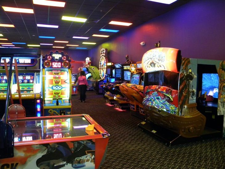 Peter Piper Pizza sells the most tastiest and delicious pizzas! They're so good! You gotta try them out. Not only they have the best pizzas, but for kids, they have a HUGE arcade and ride section! Even a carousel! I love going there.