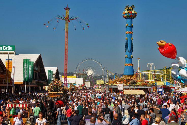 Stuttgarter Volksfest: Auf dem Cannstatter Wasen tummeln sich jährlich 3,5 Millionen Menschen.