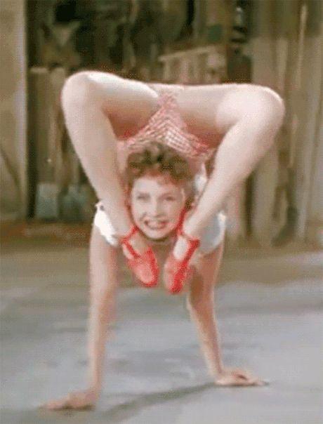 Teste de atriz pro exorcista, essa só não foi chamada pq não conseguia fazer o mesmo no teto