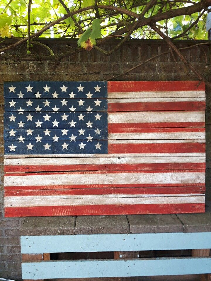 Amerikaanse vlag gemaakt op pallet hout.