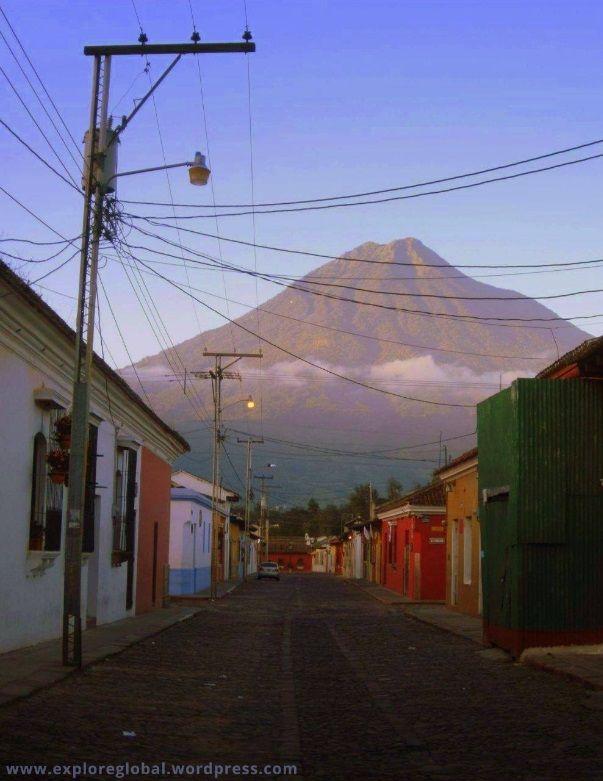 Schlendern durch die Altstadt von Antigua und eine Wanderung entlang des mächtigen Vulkans Pacaya  #guatemala #volcano #pacaya #atitlan #antigua #vulkan