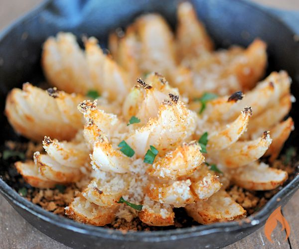 Take your favorite Aussie appetizer outdoors with this easy recipe for grilled blooming onion.4 servings2 large Vidalia onions 1/2 cup plus 2 tablespoons Big Green Egg Vidalia Onion Sriracha BBQ Sauce 1 egg, beaten 1/3 cup panko breadcrumbs ¼ tsp. kosher salt ¼ teaspoon garlic powder ¼ tsp. Cajun seasoning ½ cup mayonnaiseLay the onion on its side. At the pointed end