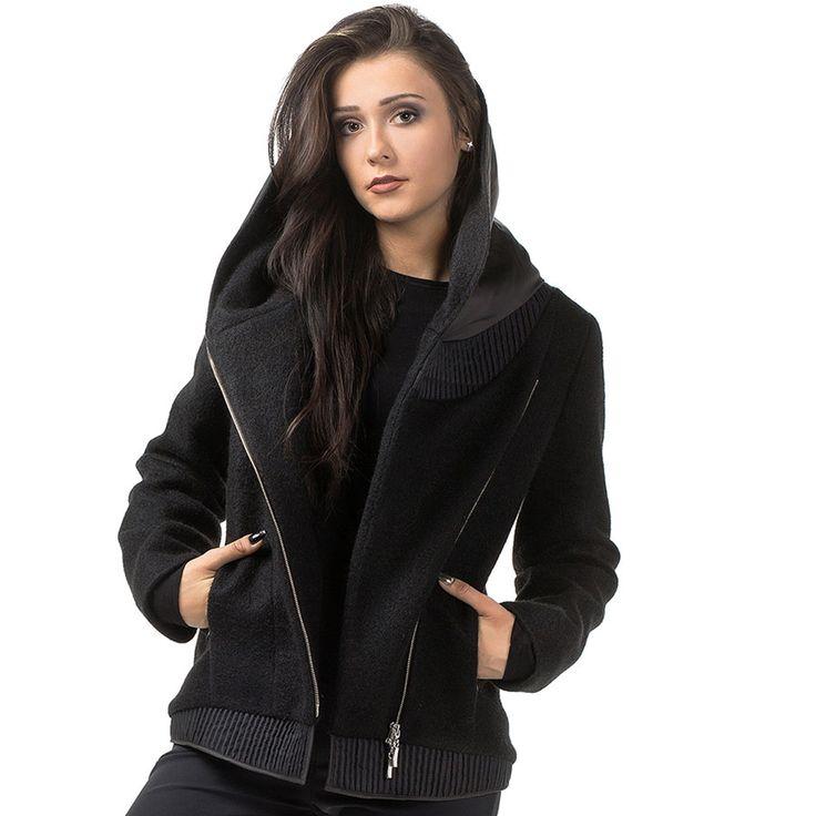Czarna krótka zimowa kurtka z dwóch materiałów. Black winter jacket, with two kinds od material.