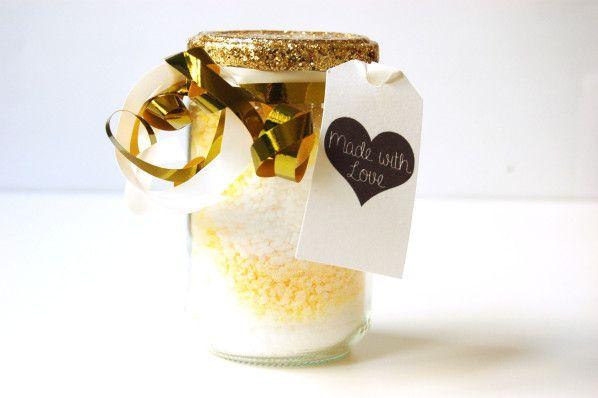 DIY : comment faire soi même ses sels de bain avec du gros sel et des huiles essentielles. http://www.sweetandsour.fr