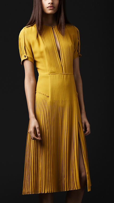 Yellow dress + Pleats. Burberry.