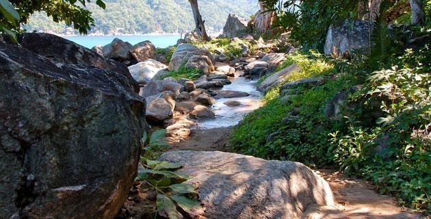 El paraíso secreto de Yelapa, Jalisco. Yelapa es un lugar paradisiaco. Un pueblo cuya magia es difícil de encontrar en otro lugar. Al conocerlo pude entender por qué algunos visitantes van por un día, y deciden quedarse hasta por varios años.